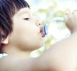 agua purificada embotellada inmaculada bela cuanta agua tienen que beber los niños