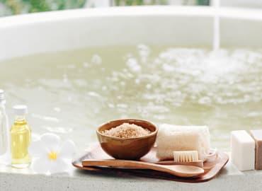 10 beneficios del baño con sales minerales relajante detox