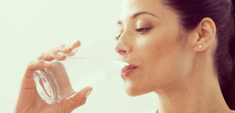 6 pasos para beber más agua durante el día