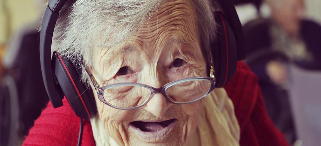 Beneficios para ancianos de escuchar música