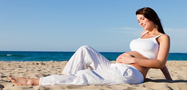 ¿Cuánta agua hay que beber durante el embarazo?